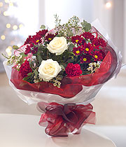 Christmas bouquet, white roses and red daisies