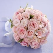 A bouquet of pinks roses and Lisianthus